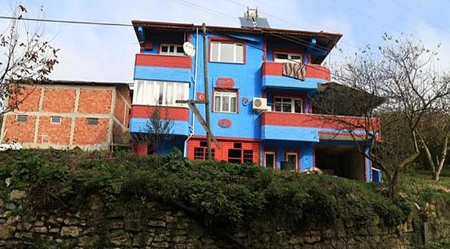 Trabzonspor Aşkıyla Evini Bordo-Maviye Boyadı