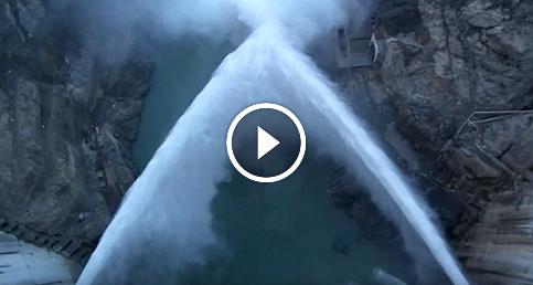 Artvin Deriner Barajı'nda su tahliyesi anı